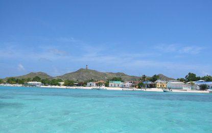Disfruta con tu familia de las bellas playas de Los Roques