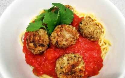 Albóndigas veganas y libres de gluten con salsa de tomáte