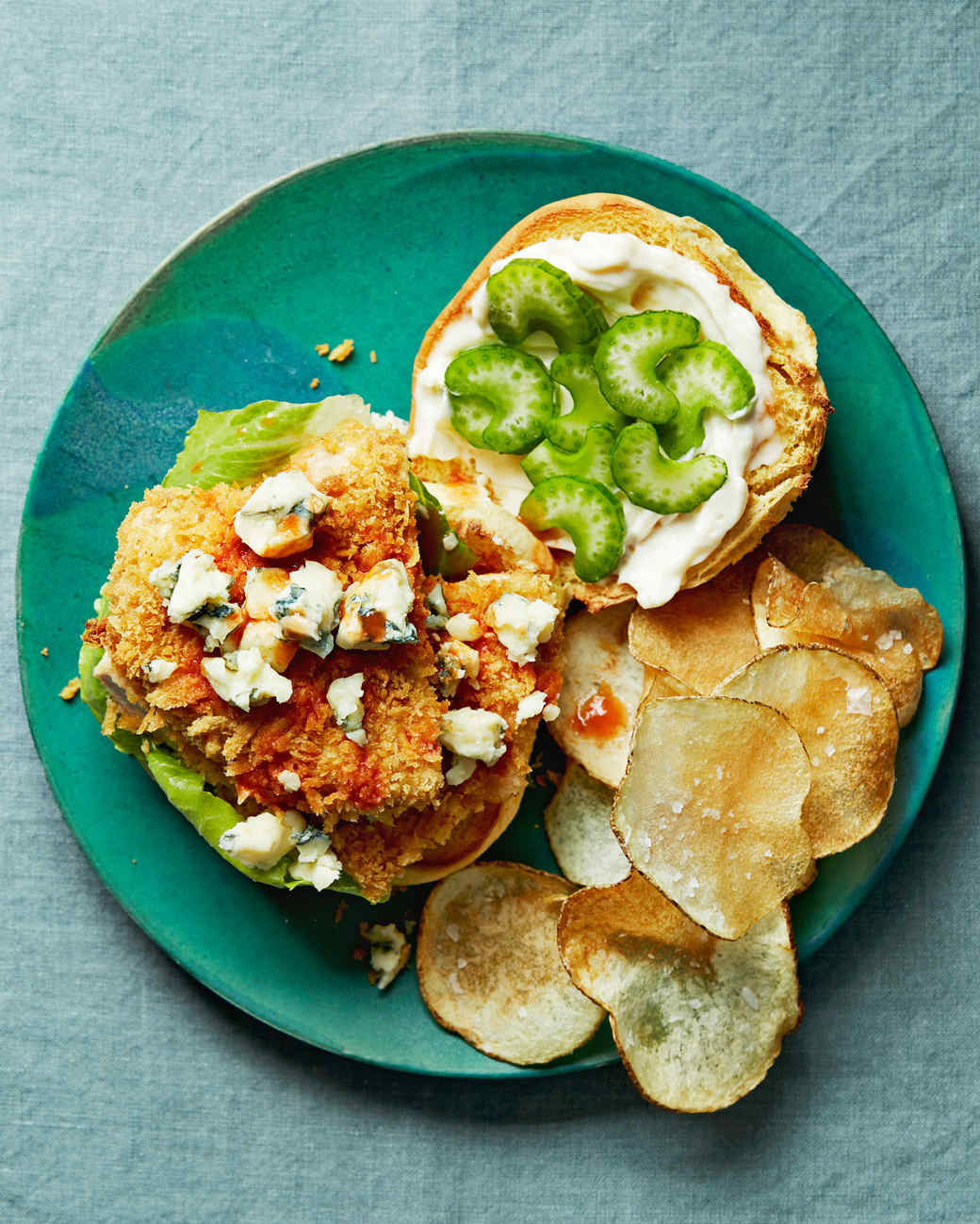 Prepara estos sandwiches de pollo empanizado